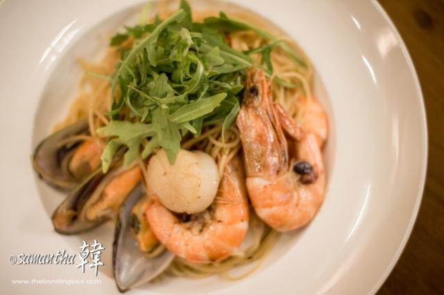 Italian Cuisine - Seafood Aglio Olio-5817