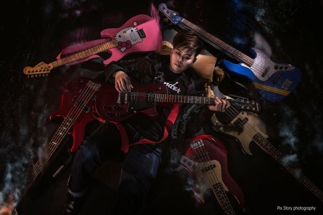 Al-02_new_guitar(a).jpg