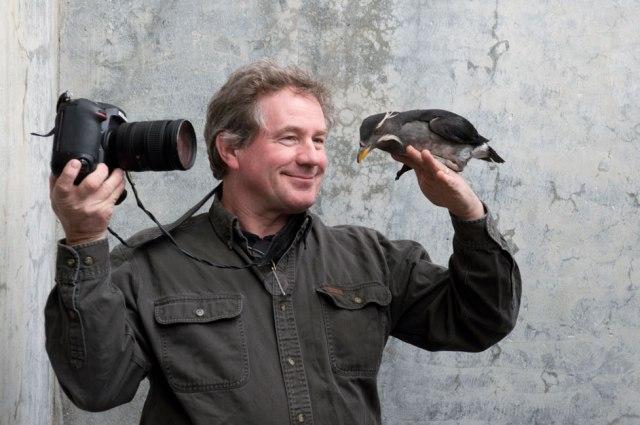 Nikon-Ambassador-Joel-Sartore-photographing-bird.jpg